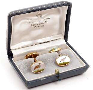 14K gold cufflinks depicting birds and a hunting scene,