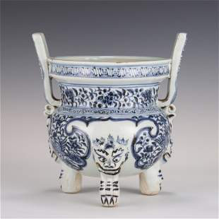 A CHINESE BLUE AND WHITE PORCELAIN TRIPOD CENSER