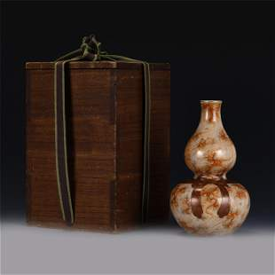 A CHINESE RED GLAZED PORCELAIN DOUBLE-GOURD VASE