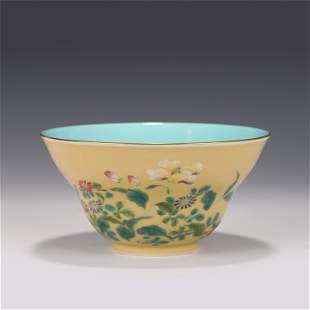 A CHINESE YELLOW GLAZED FAMILLE ROSE PORCELAIN BOWL