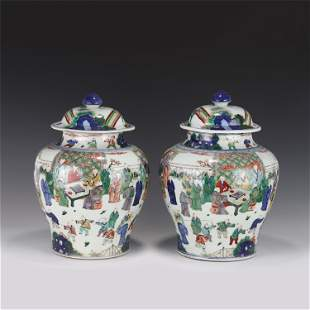 A PAIR OF CHINESE BLUE AND WHITE WU CAI PORCELAIN JAR