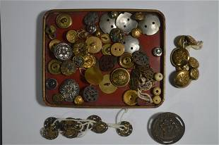 LOT OF ANTIQUE BRASS AND BRONZE BUTTONS