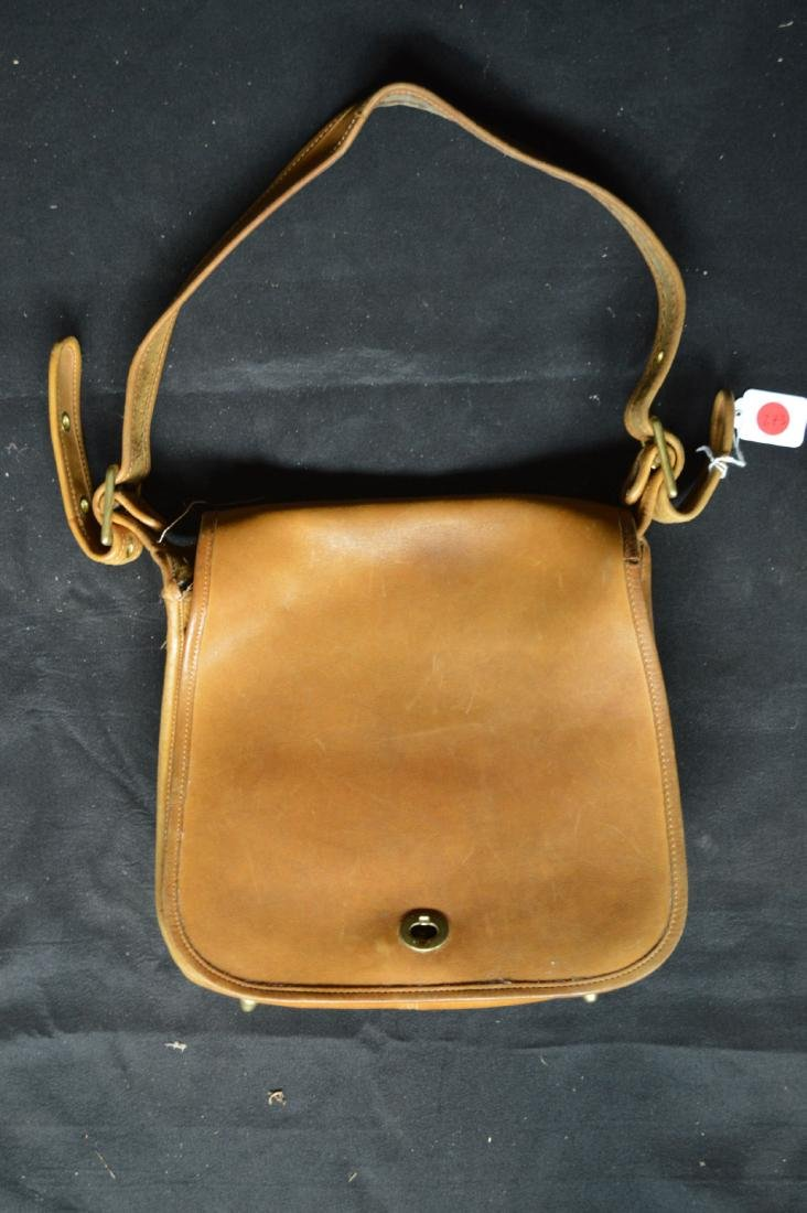 "VINTAGE 1970'S TAN LEATHER COACH SHOULDER BAG. 11"" x"