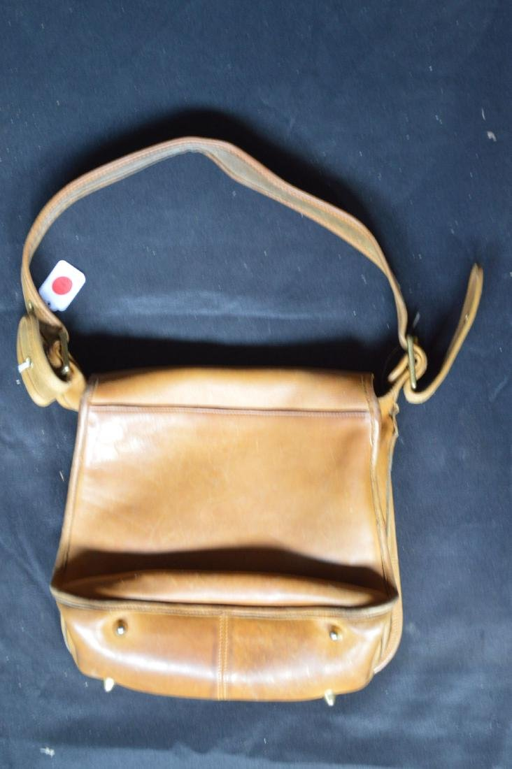 "VINTAGE 1970'S TAN LEATHER COACH SHOULDER BAG. 11"" x - 4"
