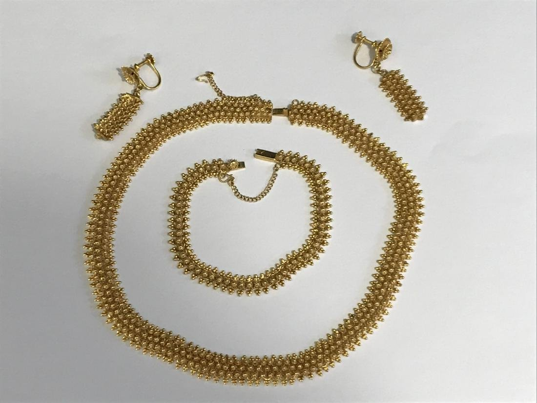 14K GOLD NECKLACE AND EARRING SET. 62 GRAMS