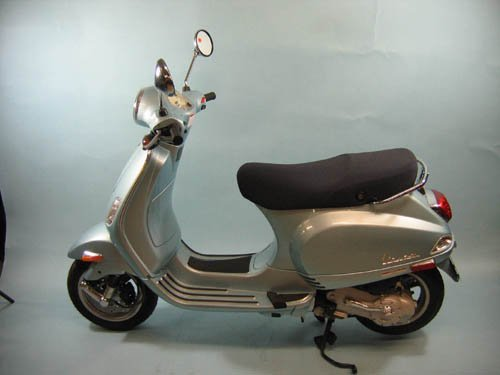 929101: 2006 POWDER BLUE VESPA LX50 SCOOTER MINT