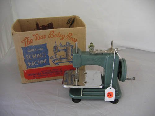 "117112: ""THE NEW BETSY ROSS-MINIATURES SEWING MACHINE"""