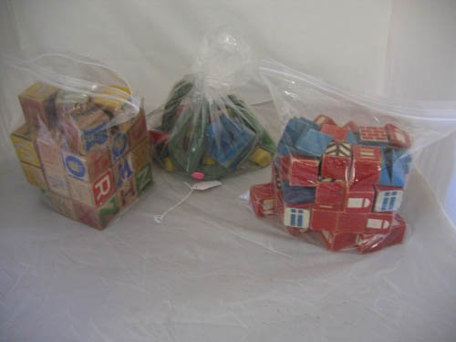 117114: 2 SETS OF WOODEN BLOCKS + RING TOSS GAME