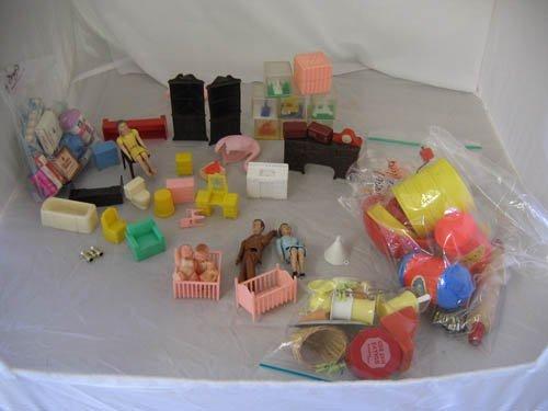 117116: PLASTIC DOLL HOUSE PIECES + TOYS, SODA FOUNTAIN