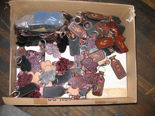 1216123: LARGE LOT LEATHER KEY CHAINS 200+