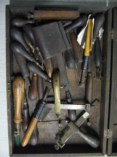 1216429: TOOL CASE WITH ANTIQUE LEATHER WORKING TOOLS - 2