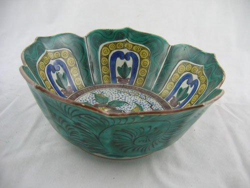 227122: ARTIST SIGNED CHINESE BOWL