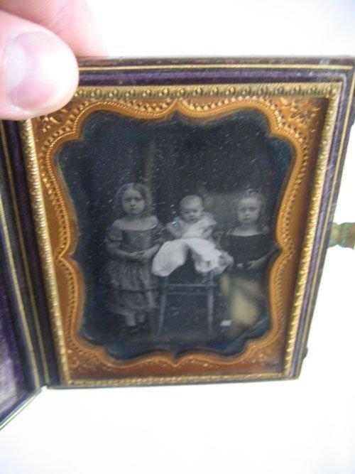 416208: QUARTER PLATE DAGUERROTYPE INFANT & 2 GIRLS