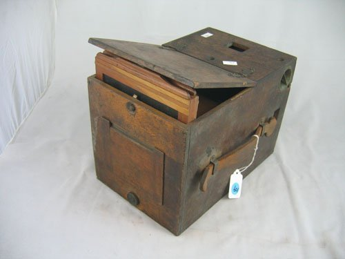 507109: LATE 19TH C. UNMARKED WOOD BOX CAMERA, BLAIR?