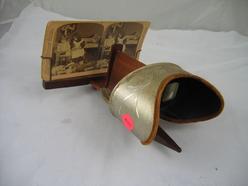 910107: UNDERWOOD STEREO VIEWER WITH 4 STEREO CARDS
