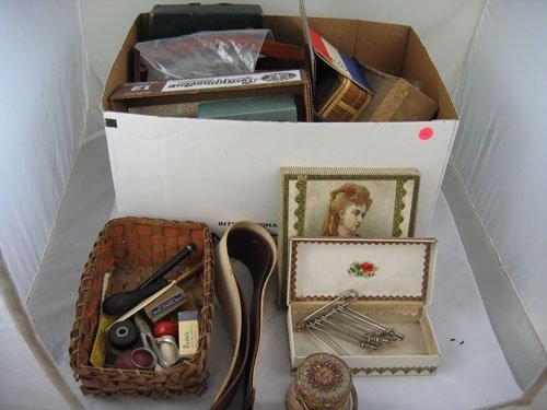 910112: LOT OF 19TH AND EARLY 20TH C. SEWING ITEMS AND