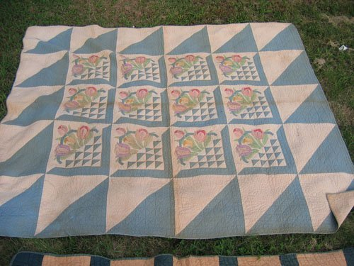 1008101: 2 ANTIQUE QUILTS  APPLIQUE &  EARLY 1900 STAR