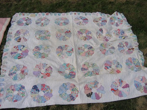 1008102: 2 ANTIQUE QUILTS '40S DRESDEN PLATE SCALLOPED