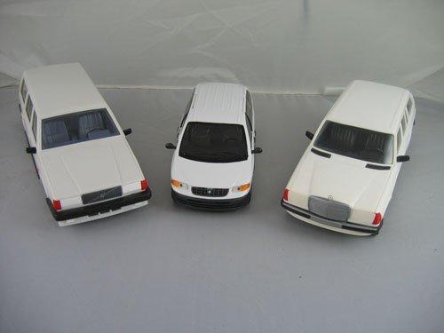 1119114: 3 DEALER PROMO CARS; WHITE MERCEDES, WHITE PLY