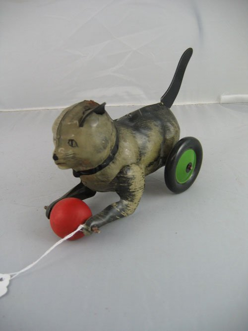1119119: 1930S TIN LITHOGRAPH CAT WITH BALL FRICTION TO
