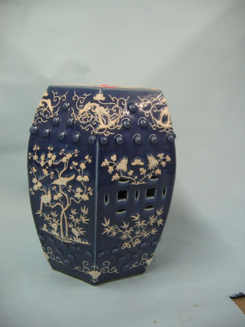 1210117: 1920S CHINESE POTTERY GARDEN SEAT