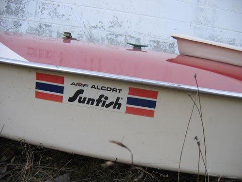 1210101A: RED AMF SUNFISH SAILBOAT COMPLETE WITH SAIL - 2