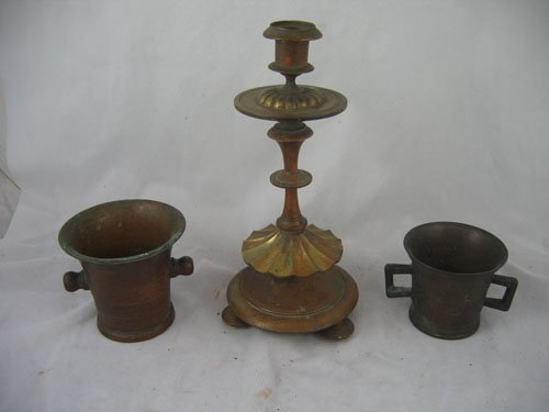 1217106: 19TH C. BRONZE CANDLESTICK AND 2 PESTLES