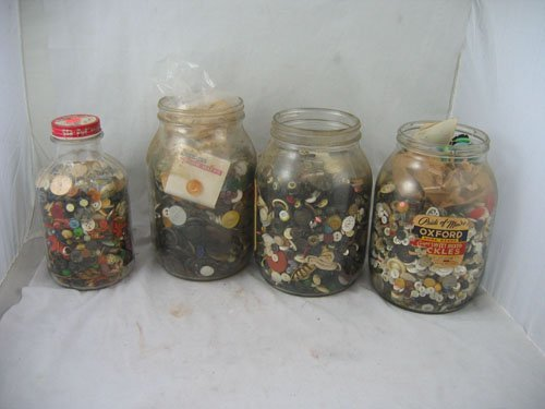 1217116: 2,000+ UNSORTED ANTIQUE BUTTONS