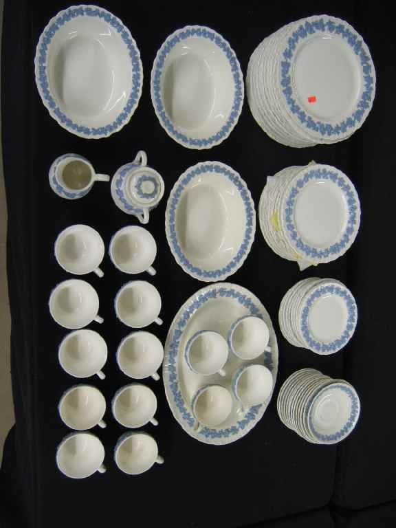 624106: SERVICE FOR 12 WEDGWOOD QUEENSWARE, 12 DINNER P