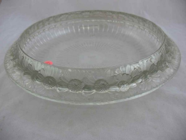 """930117: 13"""" R. LALIQUE CHARGER W/ DAISIES"""