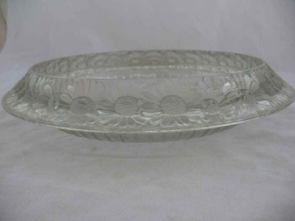 """930117: 13"""" R. LALIQUE CHARGER W/ DAISIES - 2"""