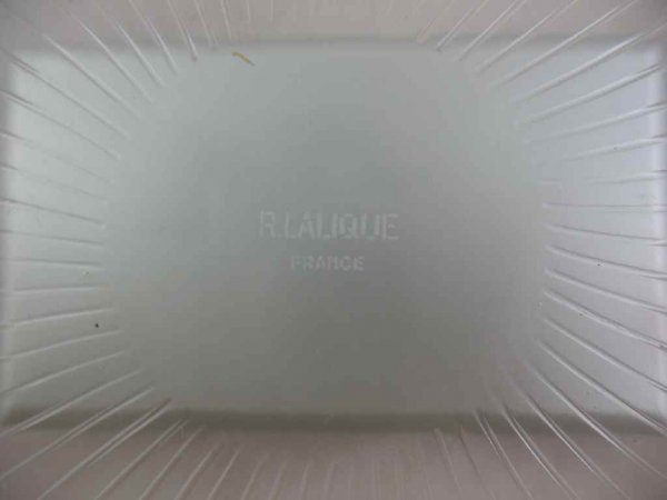 """930117: 13"""" R. LALIQUE CHARGER W/ DAISIES - 3"""