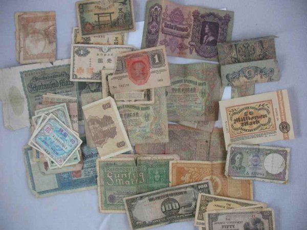 1104110: LARGE GROUP OF FOREIGN PAPER MONEY