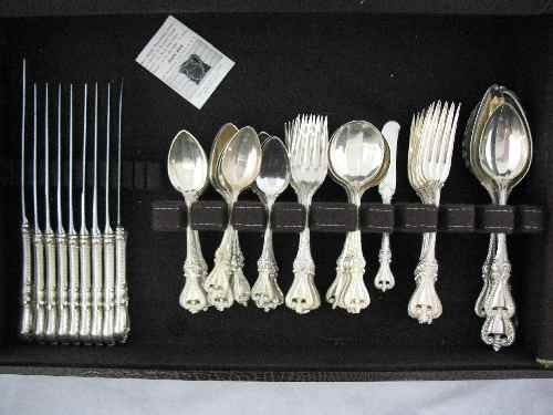 203285: TOWLE STERLING SILVER FLATWARE SERVICE, 55 TOT