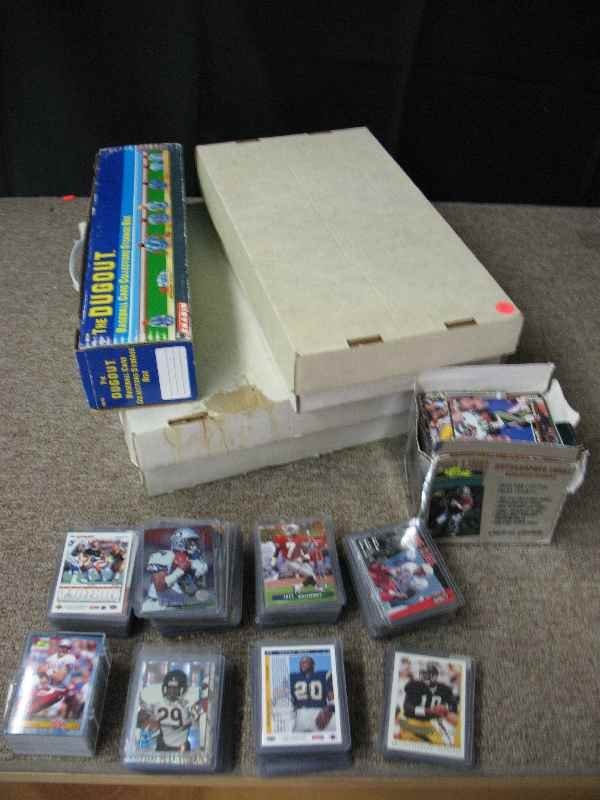 421121: LARGE LOT OF FOOTBALL CARDS INC. ROOKIE CARDS
