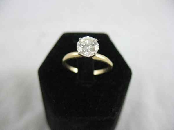 1211001: 1 CARAT DIAMOND SOLITAIRE RING