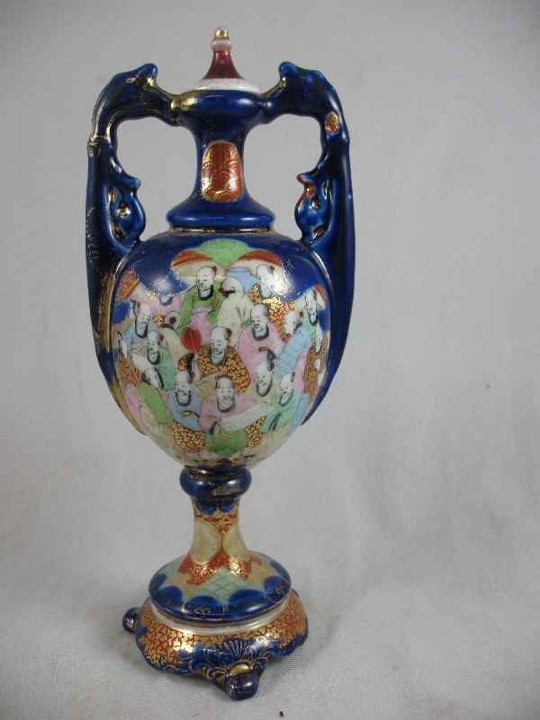 """1211004: CHINESE PORCELAIN URN 10""""T"""
