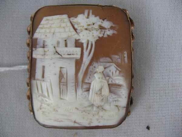 1211005: VICTORIAN CAMEO W/ CHINESE THEMED CARVING