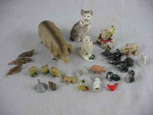 1211017: STAFFORDSHIRE CAT AND DOG AND 22 OTHER MINIATU