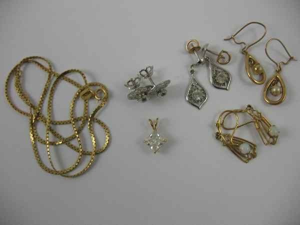 3260014: 18K GOLD NECKLACE AND 4 PAIRS OF GOLD EARRINGS