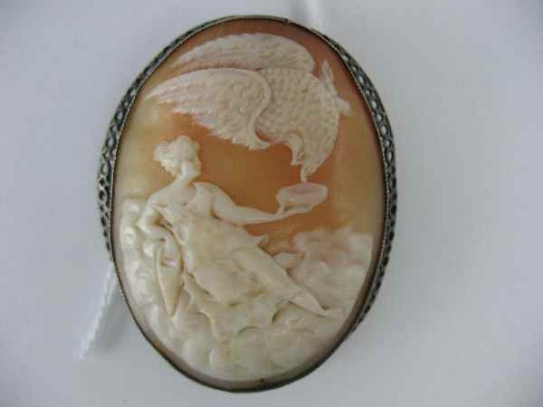 3260048: LARGE VINTAGE STERLING SILVER CAMEO PIN