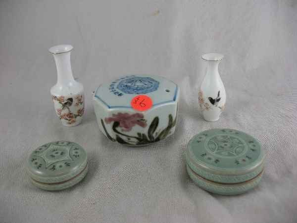 5250009: 5 PIECES OF SIGNED JAPANESE PORCELAINS