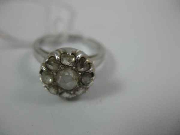 7270001H: 14K WHITE GOLD DIAMOND CLUSTER RING, 1 LARGE