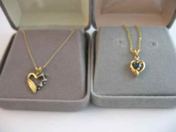 10190023: 2 14 K GOLD NECKLACE PENDANTS, 1 CHAIN UNMARK