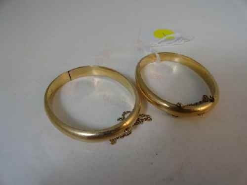 12210001: PAIR OF 14 K GOLD VICTORIAN CHILDS BANGLES