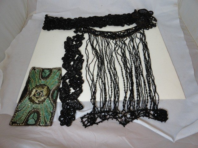 12210013: LARGE LOT OF VICTORIAN JET BEADS FOR DRESSES