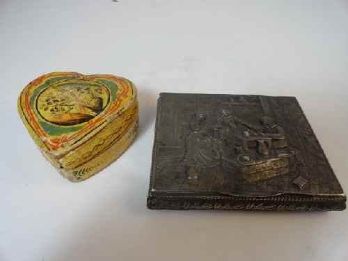 12210071: A DUTCH 800 SILVER FIGURAL BOX TOGETHER W/ 18