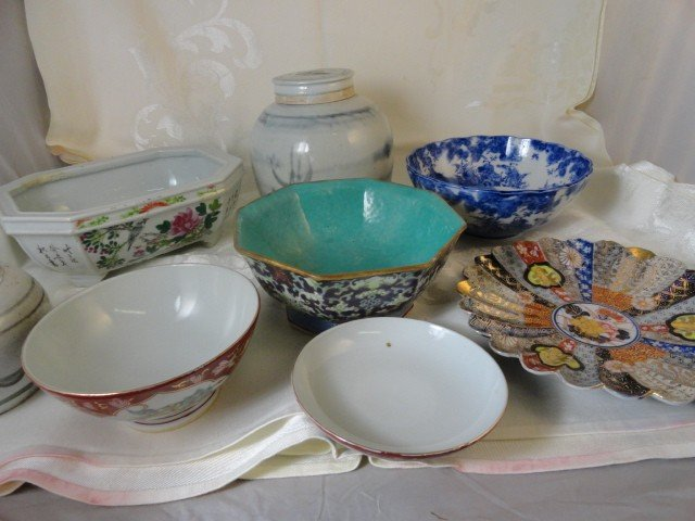12210100X: 8 PC. CHINESE PORCELAIN & POTTERY
