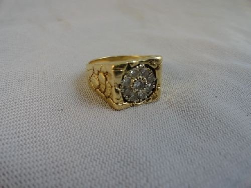 2290001: 14K GOLD AND DIAMOND RING
