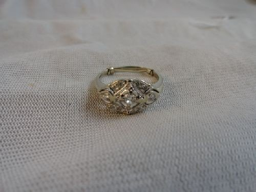 2290009: 14K GOLD AND DIAMOND RING (3.5 G)